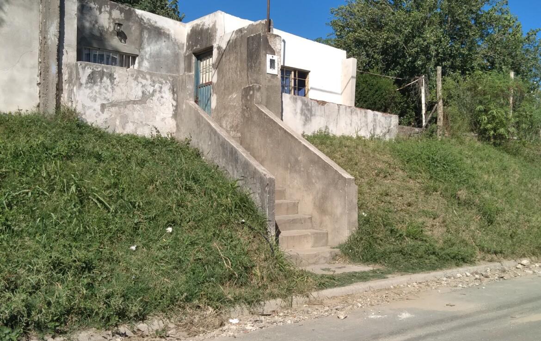 Casa sobre esquina de calle Cnel. Pringles y Vicente López.
