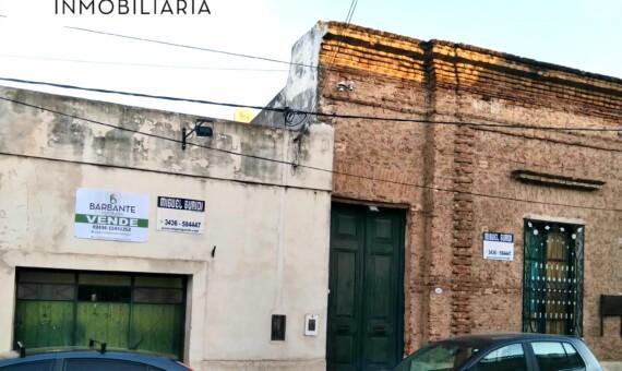 Casa Colonial excelente estado sobre Laprida nº735.